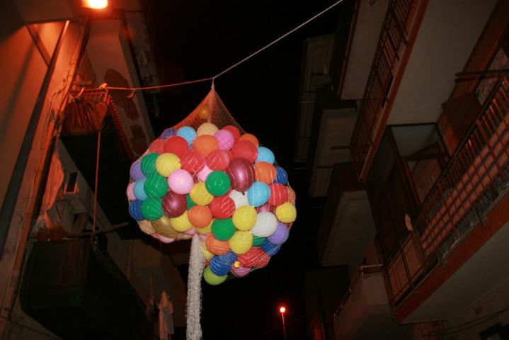 Animazione con cascata di palloncini